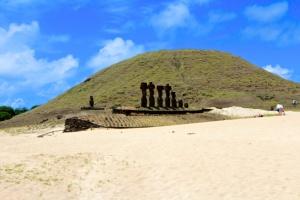 Playa Anakena and the Ahu Nau Nau