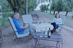 Picnic lunch in the vineyards at Ojos de Vino