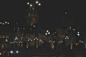 The Belmond Miraflores by night.